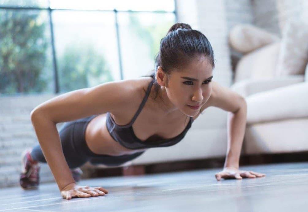 Allenamento per la forza con colazione proteica